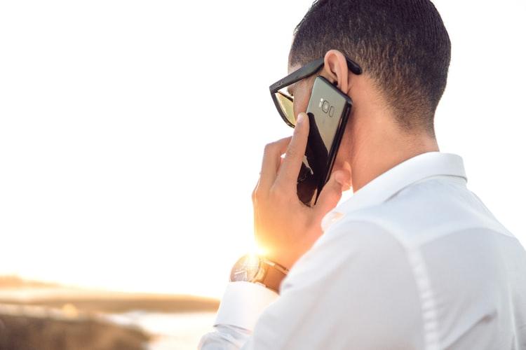 好きな人と電話するときに意識するポイントやおすすめの話題とは