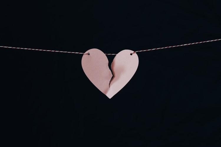 失恋直後の男性へ!新しい恋愛を始めるために気をつけたいNG行動
