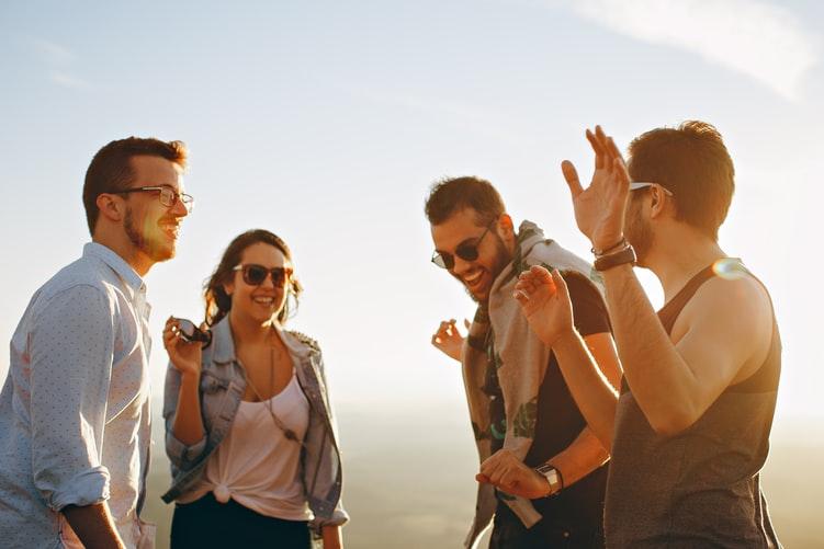 コミュニケーション能力が高い人の特徴!コミュ力で女性にモテる方法